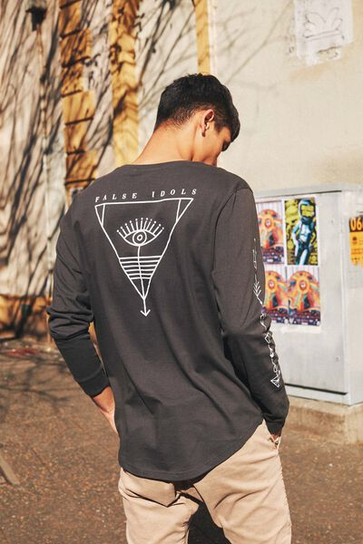 Curved Long Sleeve Graphic T Shirt, PIRATE BLACK/EYE OF IDOL