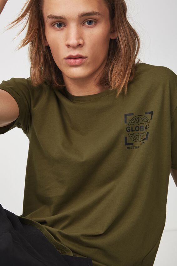 Curved Graphic T Shirt, OLIVE/GLOBAL