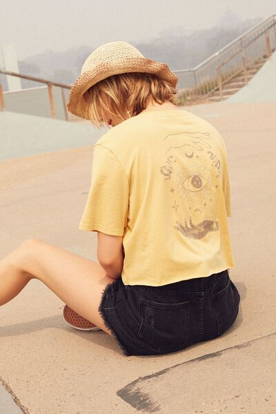 Short Sleeve Raw Edge Crop T Shirt, TAROT HAND/TEMPURA YELLOW