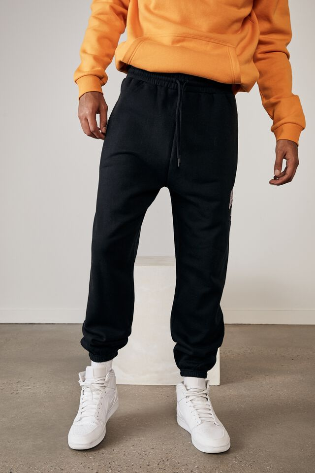 Relaxed Graphic Trackpant, BLACK/NEW HAMPSHIRE