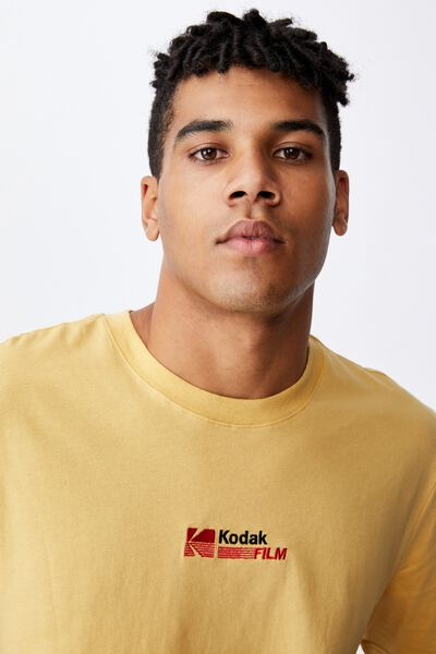 Regular Pop Culture T Shirt, LCN KOD CHALK YELLOW/KODAK