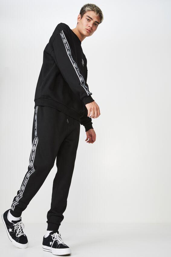 Umbro Lcn Fleece Tape Track Pant, BLACK