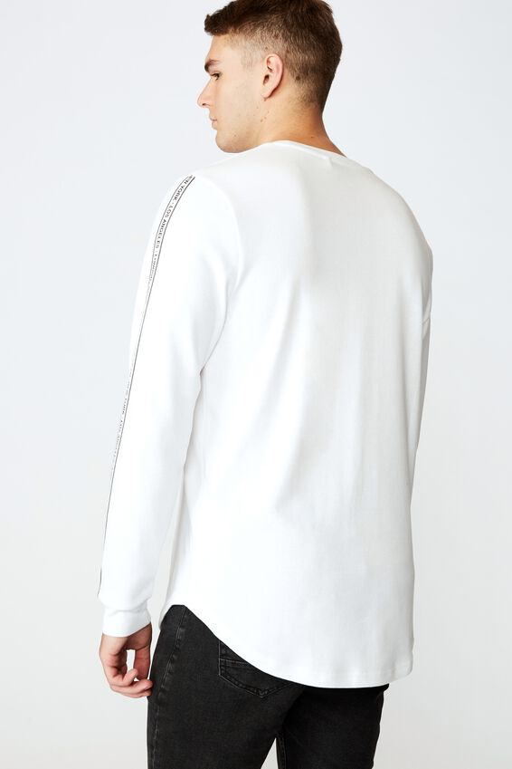 Curved Long Sleeve Graphic T Shirt, WHITE/WORLDWIDE